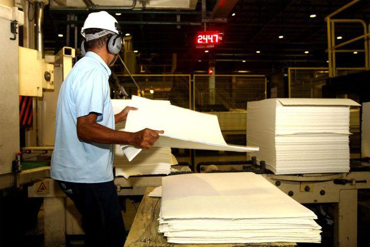 Produção industrial cresce 0,7%, revela pesquisa do IBGE