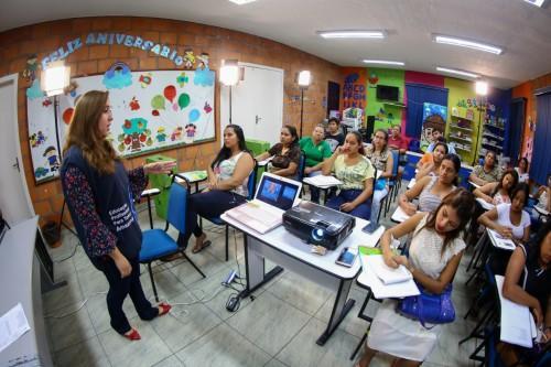 Prosamim e Cetam oferecem cursos aos moradores
