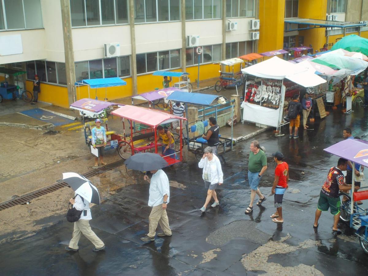 Chuva não impede turistas encerrarem temporada de cruzeiros na Ilha