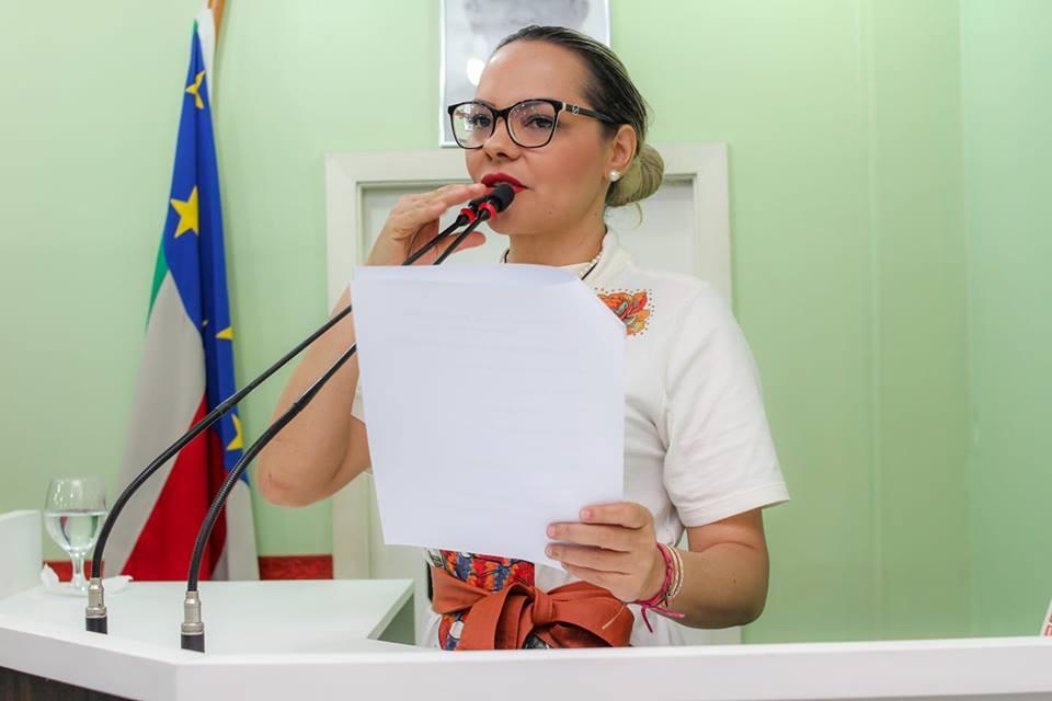 Vereadora Nêga Alencar pede reforma e ampliação da Escola Irmã Sá