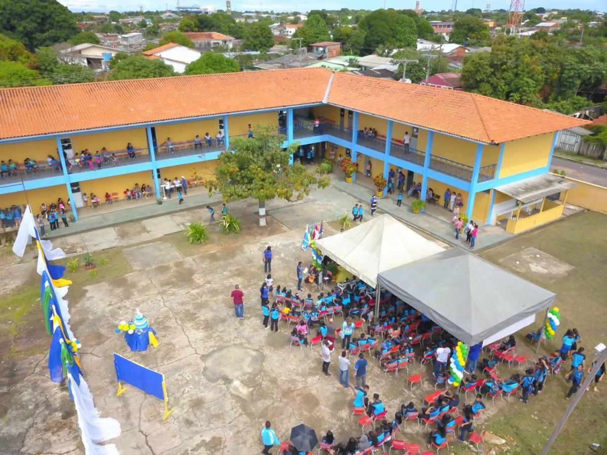 Escola Charles Garcia receberá ginásio poliesportivo, anuncia Bi