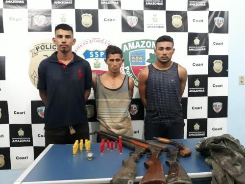 """Em Coari, """"Piratas"""" são presos com quatro armas, munições em embarcação"""