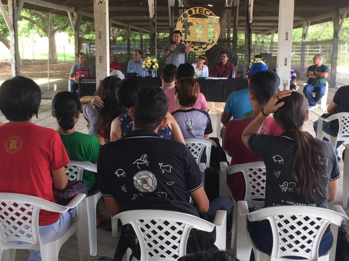 Prefeitura e UFAM anunciam cooperação para estágio em zootecnia
