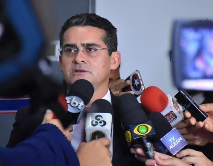 David Almeida assina ficha de filiação no Avante