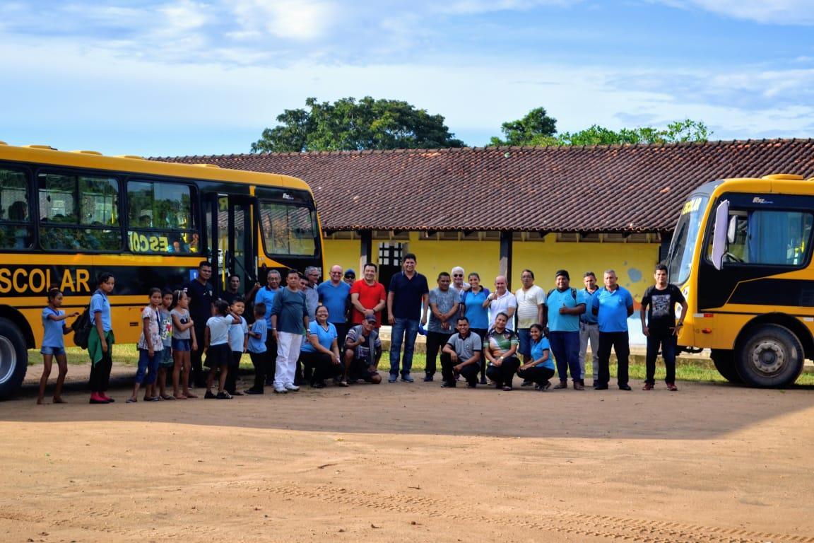 Vila Amazônia, área rural de Parintins, ganha mais um ônibus escolar