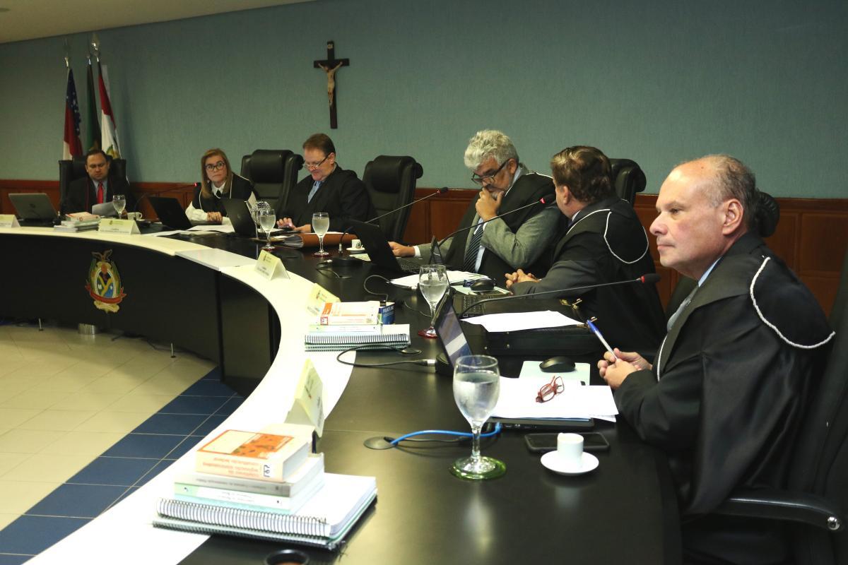 Pleno rejeita contas de Codajás e multa prefeito em mais de meio milhão