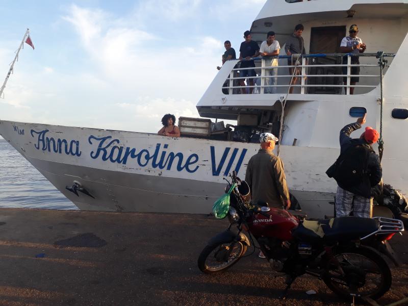 Norte-americano se descuida, perde o barco em Parintins, e Capitania faz Anna Karoline VII voltar para embarcar passageiro
