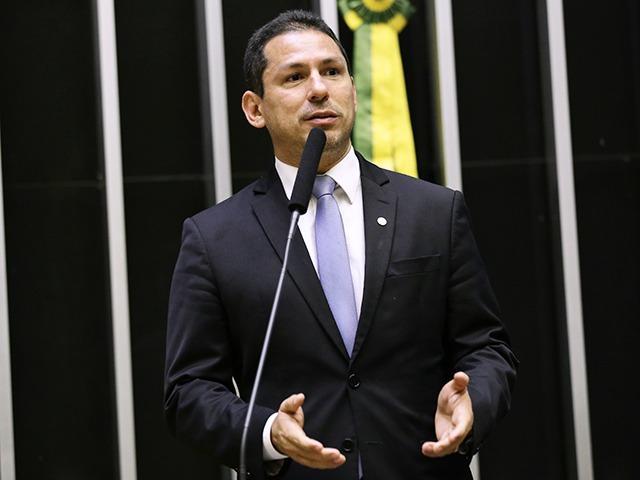 Marcelo Ramos quetiona uso inadequado de MP's pelo presidente da República