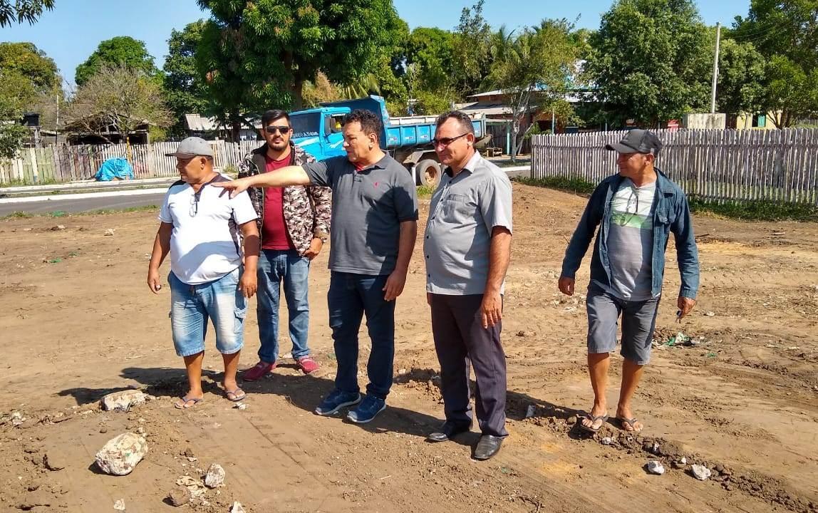 Tony Medeiros vistoria ações da Prefeitura de Parintins no Caburi