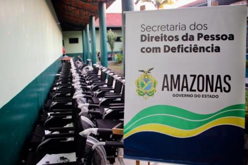 "Seped faz entrega de cadeiras de rodas no ""Amazonas Presente"""