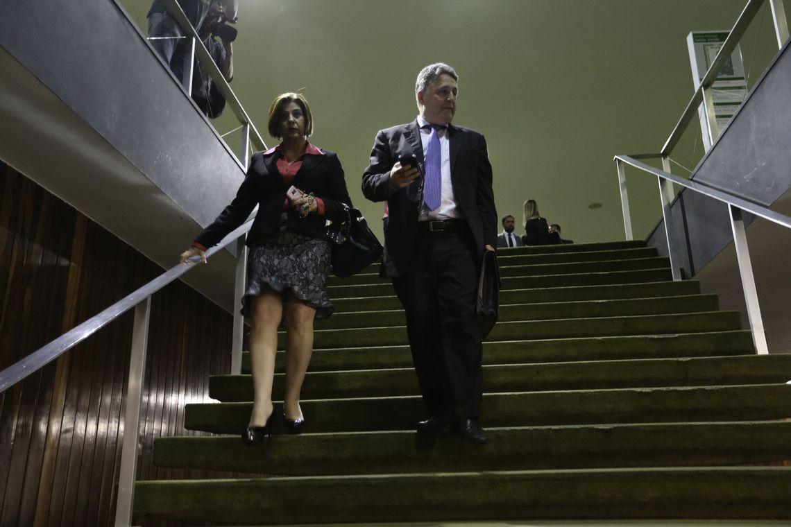 Garotinho e Rosinha, ex-governadores do Rio, são presos pelo MP