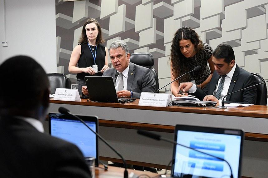 Comissão mista debate medida provisória que antecipa 13° salário
