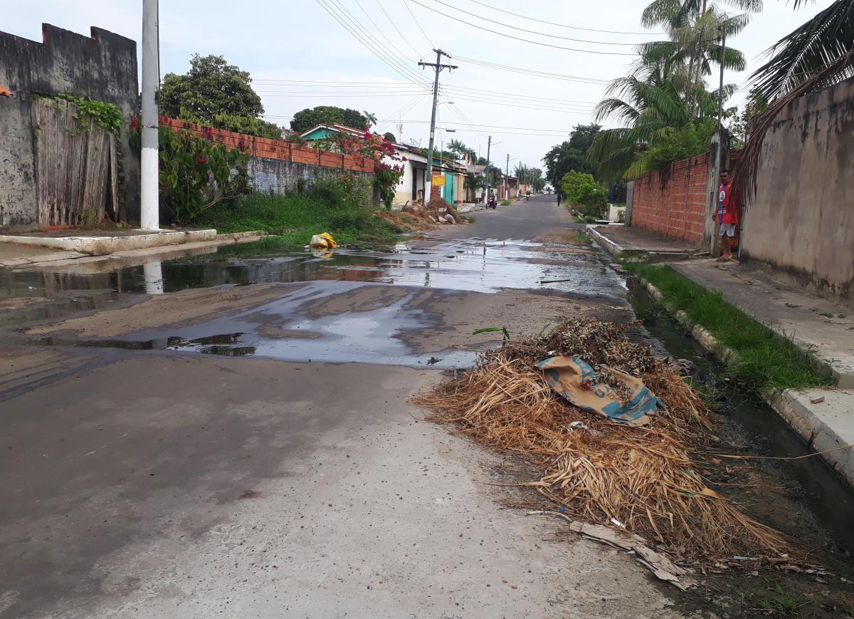 Lixo toma conta das ruas do bairro Djard Vieira