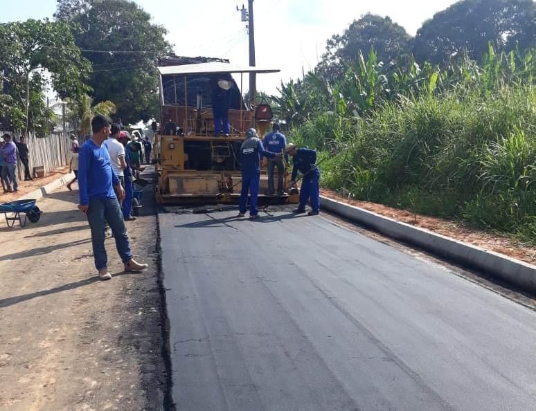 Seinfra realiza obras de pavimentação nas ruas de Envira