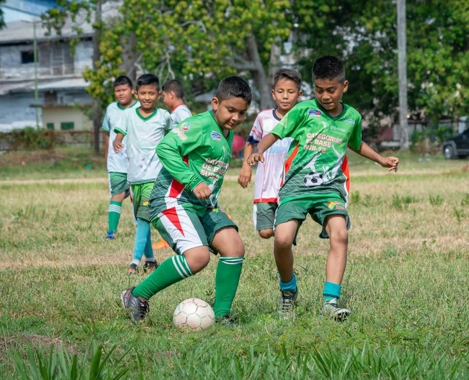 Futebol de base em festa com disputa da Copa Parintins