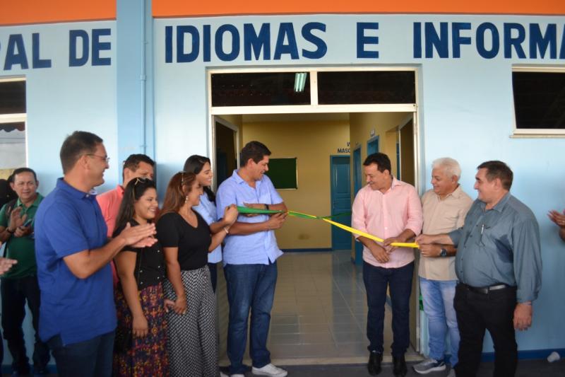 Prefeitura de Parintins reinaugura Escola Municipal de Idiomas e Informática Aldair Kimura Seixas