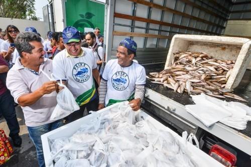 Wilson Lima lança 'Peixe no Prato' na zona leste de Manaus