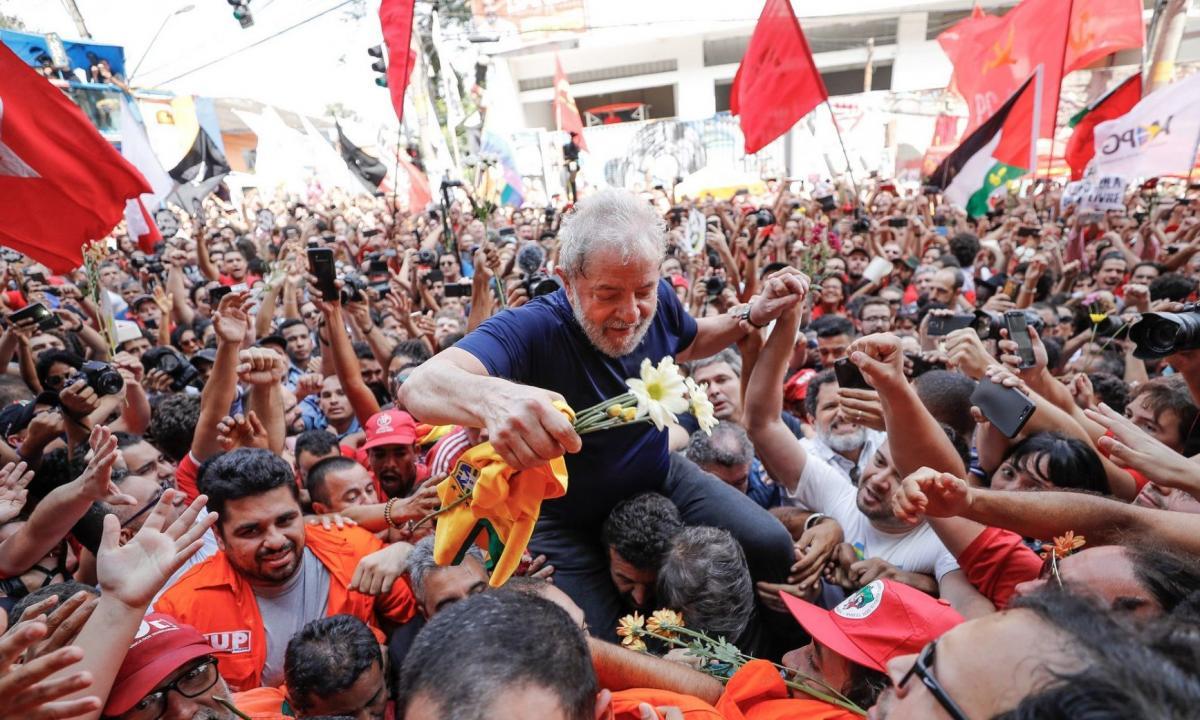 Ex-presidente Lula deixa carceragem da PF em Curitiba