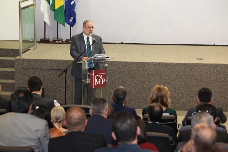 Chefe do Ministério Público brasileiro pede diálogo e prevenção