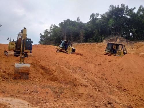 Seinfra recupera trechos das estradas de Silves e de Itapiranga