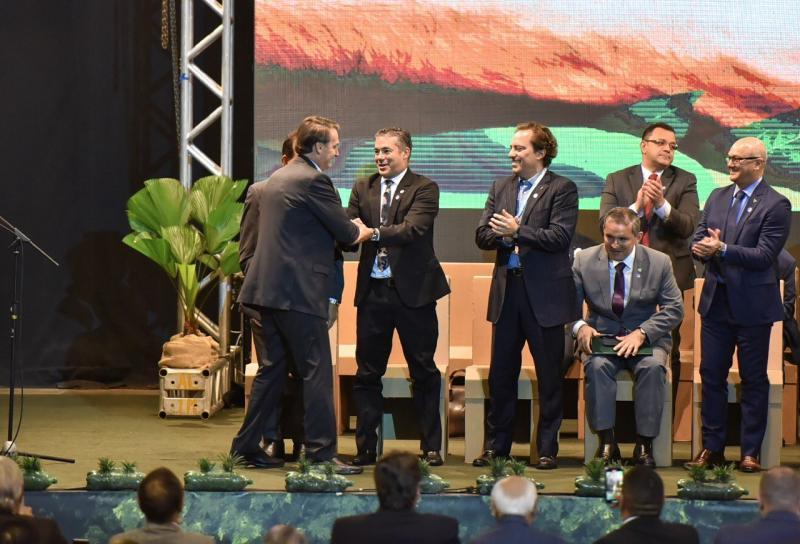 Bolsonaro diz que Josué Neto reconhece ato do Governo Federal em gerar empregos no AM enquanto ambientalistas o criticavam