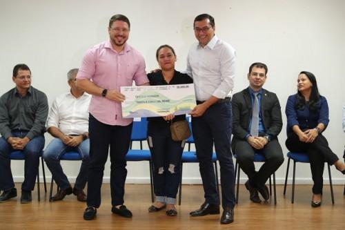 Wilson Lima indeniza famílias retiradas da Comunidade da Sharp