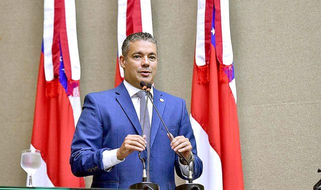 Pagamento do 13º dos servidores estaduais foi ação conjunta entre Deputados e Governo, diz Josué Neto