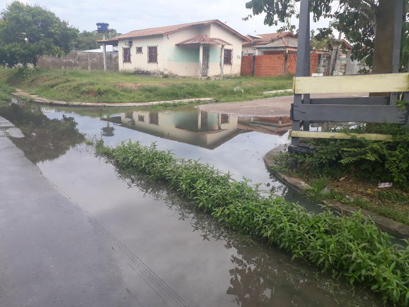 Ruas alagadas expõem um antigo problema no residencial Vila Cristina