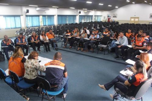 Integrantes da Secretaria Nacional de Defesa Civil se reúnem em Manaus