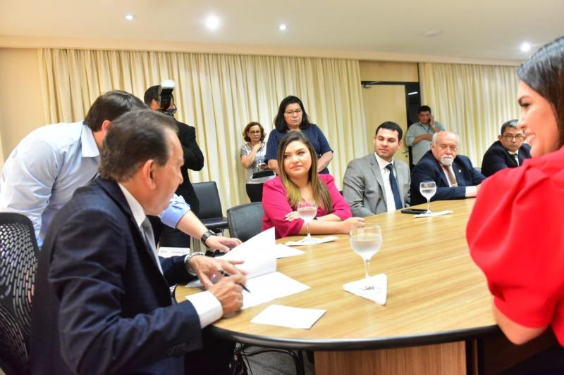 Governador em exercício, Yedo Simões, sancionou leis que autorizam operação de crédito e ajustes na previdência estadual