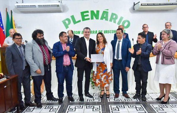 Presidente da Aleam Josué Neto recebe Título de Cidadão de Novo Airão