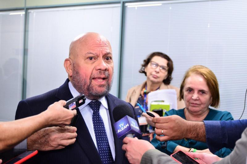 Governo do Amazonas vai pagar abono do Fundeb a 30 mil profissionais do magistério neste mês de janeiro