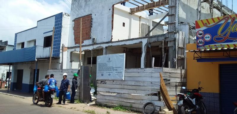 Família em Parintins denuncia na justiça prejuízos causados por obra em prédio do Sebrae