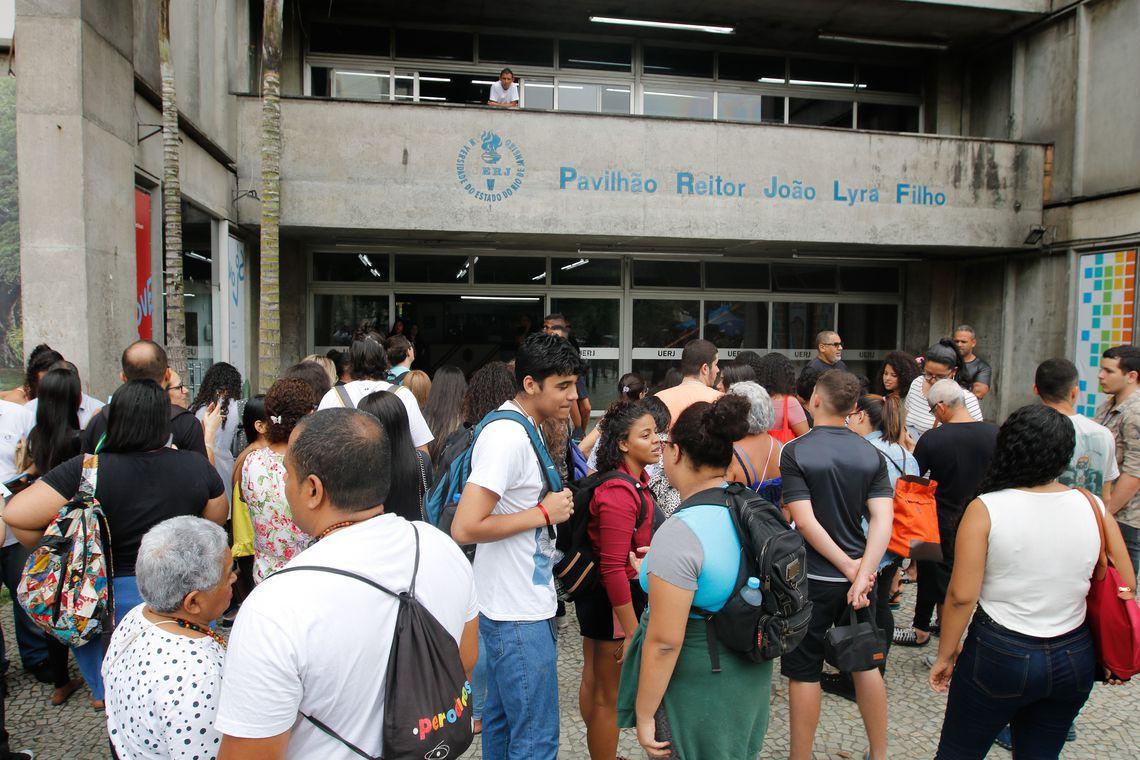 Ministério da Educação suspende início das inscrições para o Prouni