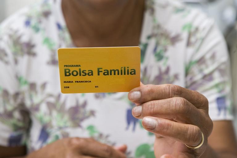 Mais de 13 milhões de famílias começaram a sacar o Bolsa Família