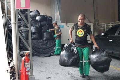MPF doa mais de uma tonelada de papel a cooperativa de reciclagem no Amazonas