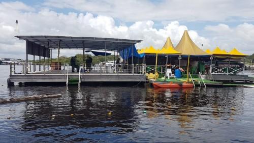 Ipaam multa, embarga e descobre maus-tratos a animais em flutuantes de Manaus