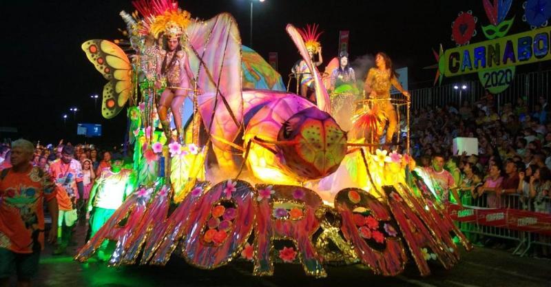 Desfiles dos blocos Irreverentes no primeiro dia do Carnailha 2020