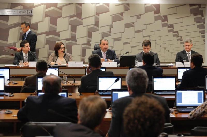 Omar Aziz diz que decreto que fixa alíquota do IPI dos concentrados de 4% para 8% é ameaça à economia de Manaus