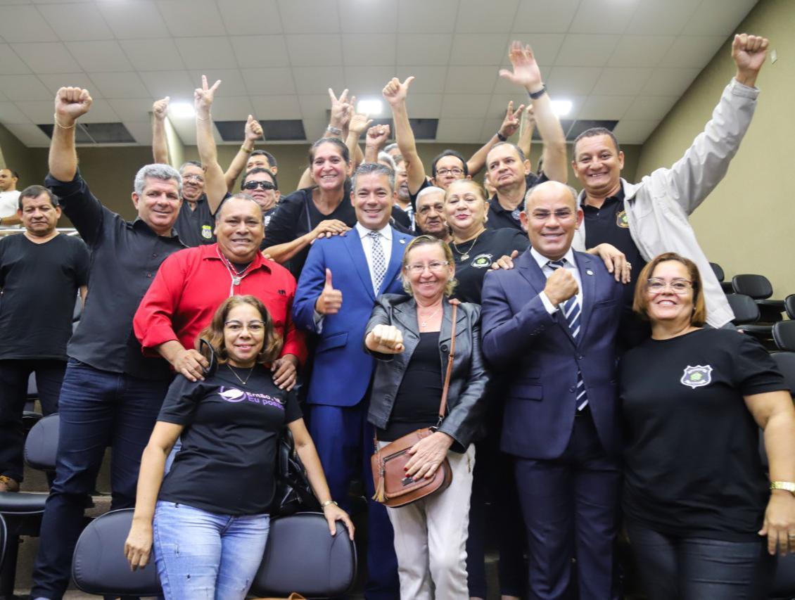 Josué Neto vota a favor da regulamentação da Polícia Penal do Amazonas