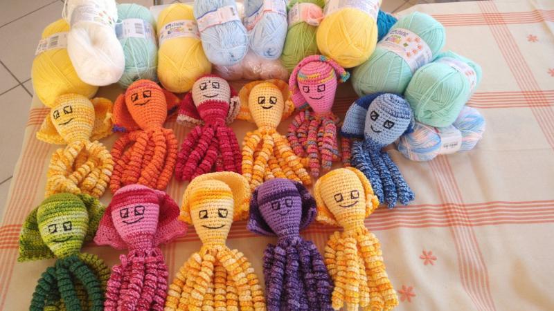 Projeto Octo Parintins quer doar polvos de crochê para bebês prematuros