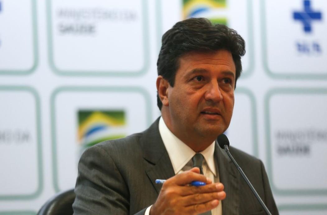 Sistema de saúde pode entrar em colapso em abril, diz ministro