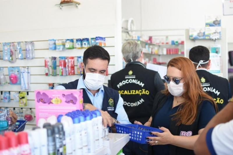 Mais de 300 máscaras cirúrgicas e 200 frascos de álcool são apreendidos pela PM, DPE-AM e Procon-AM em Manaus