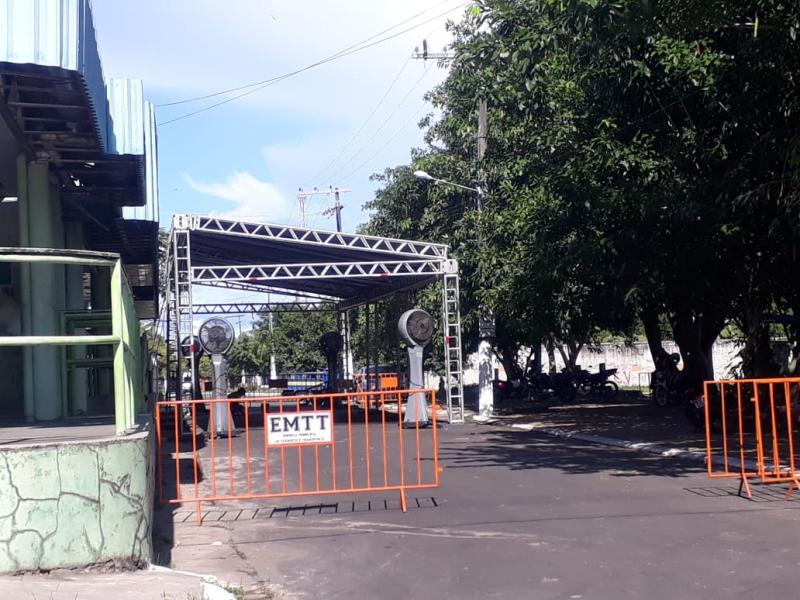 CORONAVÍRUS: Direção do Hospital Padre Colombo monta tendas para receber Equipamentos de Proteção Individual