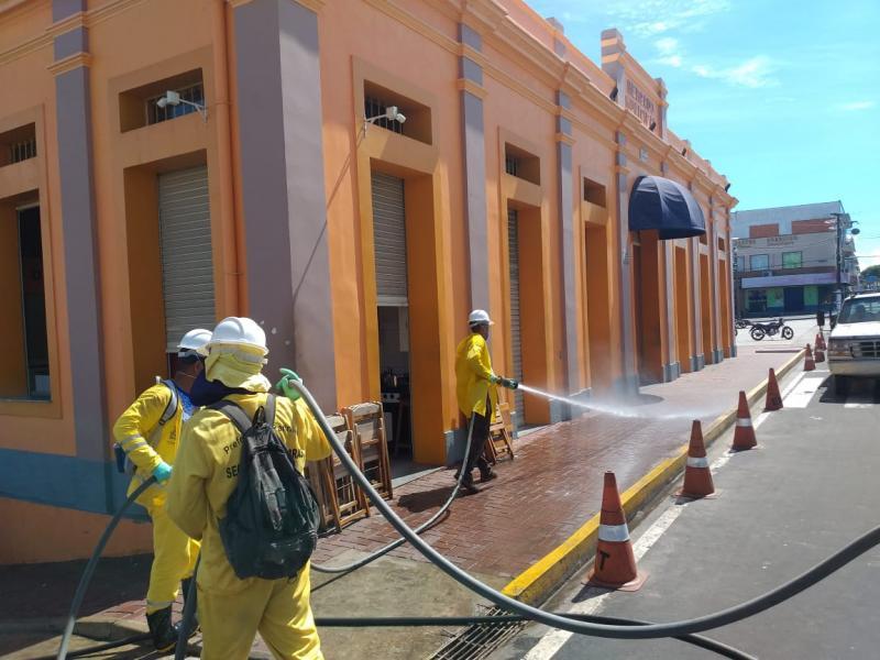 Prefeitura de Parintins higieniza espaços públicos contra o coronavírus