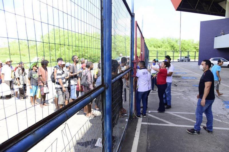 Governo do Amazonas realiza atendimento inicial a pessoas em situação de rua, na Arena Amadeu Teixeira