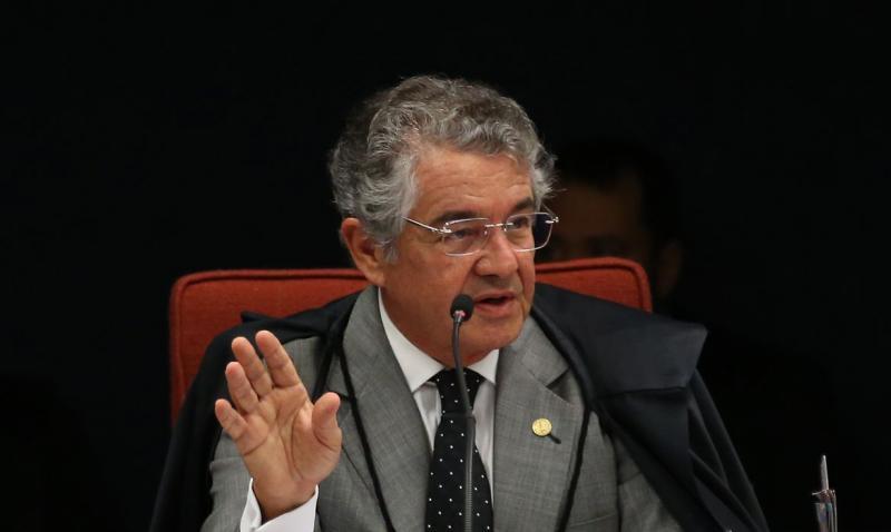 Marco Aurélio abre vista à PGR de notícia-crime contra Jair Bolsonaro