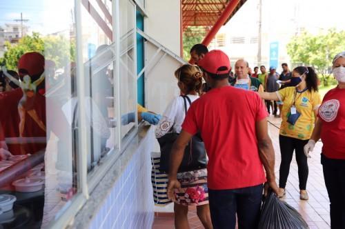 Equipe da área social atende população em situação de rua no Ceci Aparecida