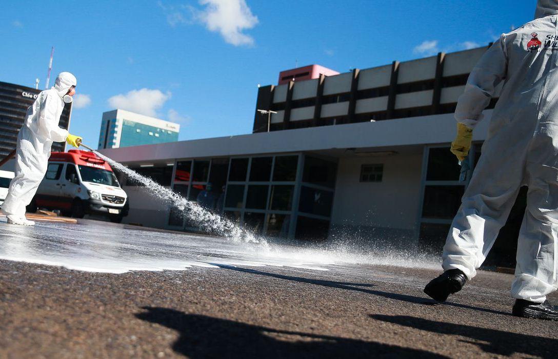 Brasil registra 800 mortes e 15.927 casos confirmados da COVID-19