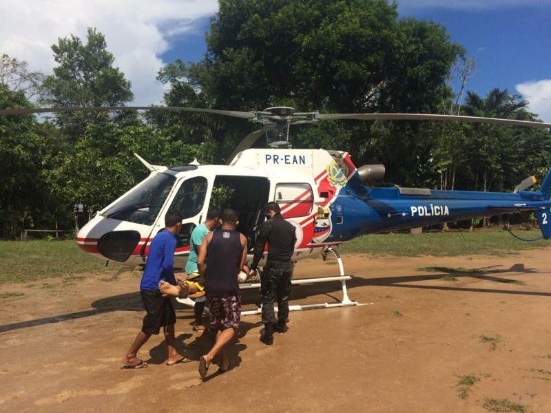 Helicóptero da SSP-AM faz resgate aeromédico de homem que sofreu politraumatismos após queda